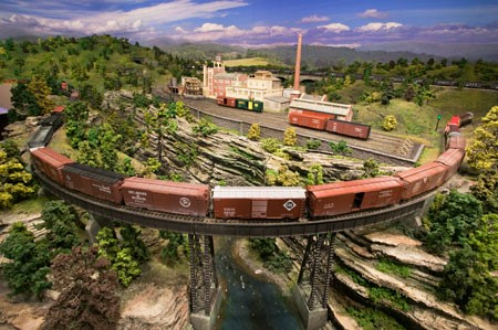 BOSTON AND MAINE RAILROAD_MODEL TRAINS_CUSTOM MODEL TRAINS_MODEL RAILROAD LAYOUT