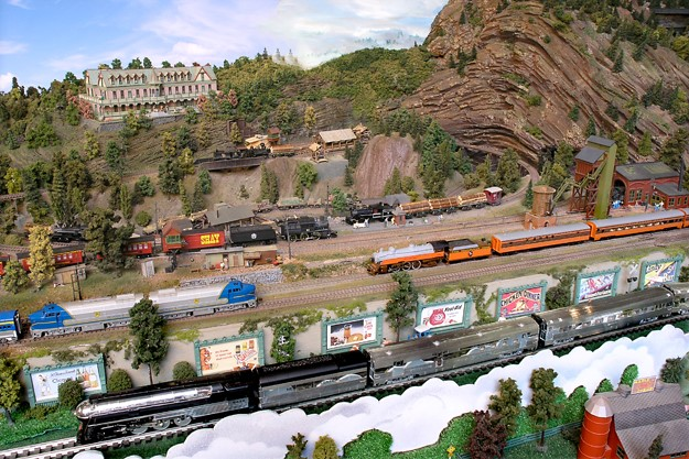 HO MODEL TRAIN LAYOUTS