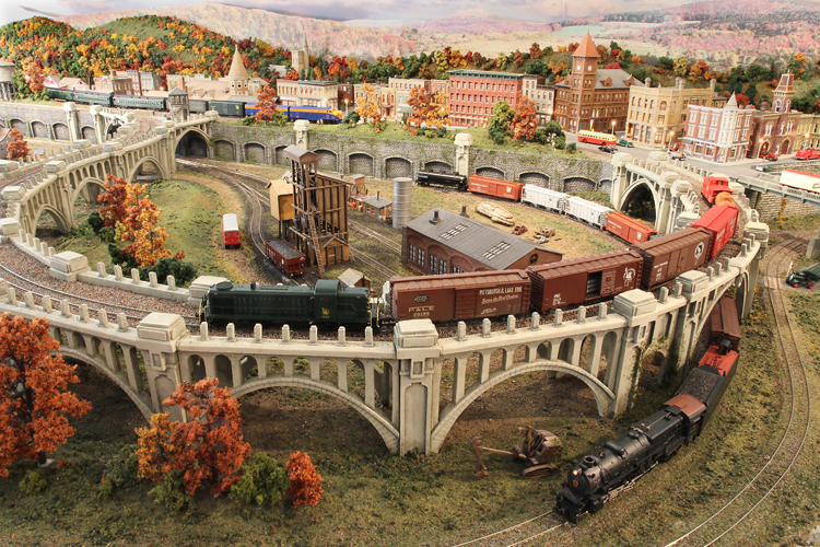 HUDSON DELAWARE AND LEHIGH -- CNJ FREIGHT ON THE CURVED VIADUCT AT MAUCH CHUNK PA