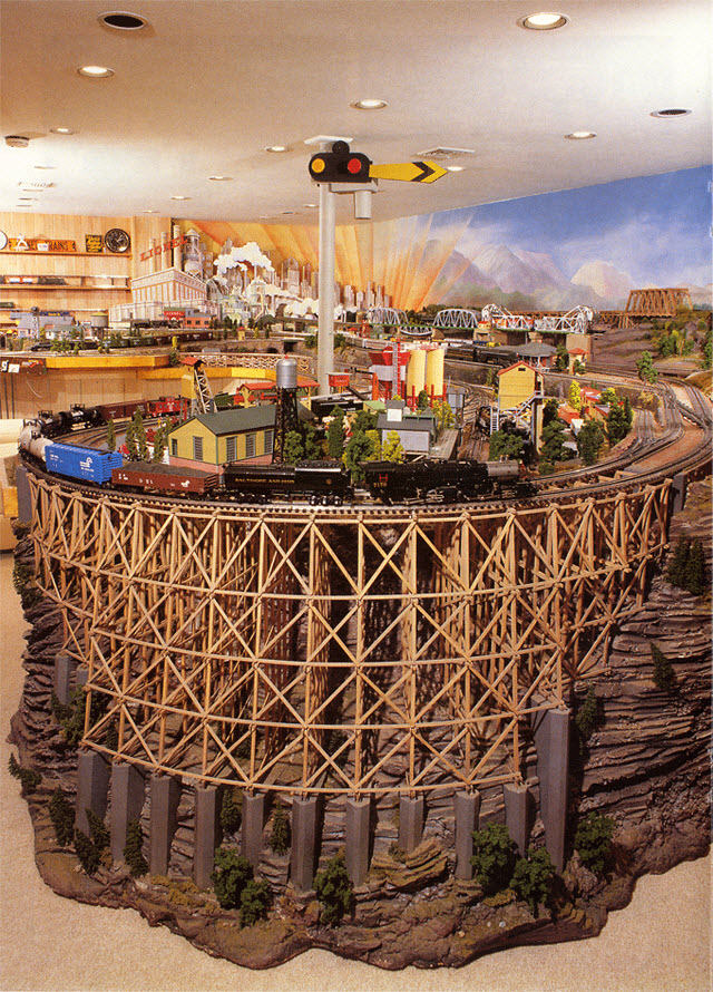 LONG ISLAND EXPRESS -- GIANT CURVED TRESTLE_MODEL TRAIN LAYOUT